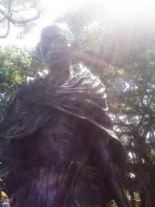 Gandhi Statue Waikiki with su